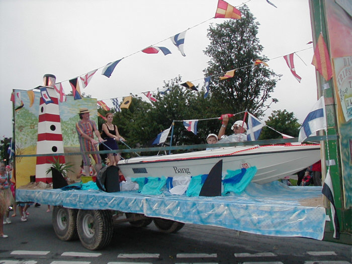 IMAGE: http://www.newquay-plus.co.uk/POTN/carnival_float.jpg